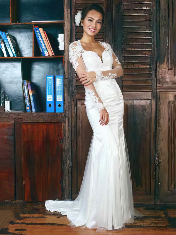 Trumpet/Mermaid White Tulle V-neck Appliques and Open Back Long Sleeve Wedding Dress